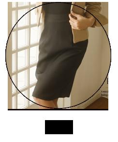 膝丈スカートのフォーマルスーツ