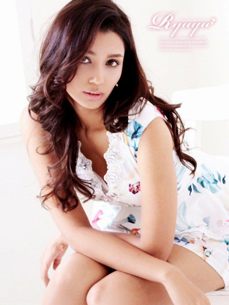 Vネックぼかしflowerペプラムミニドレス【Ryuyu】【リューユ】ノースリーブキャバクラドレス