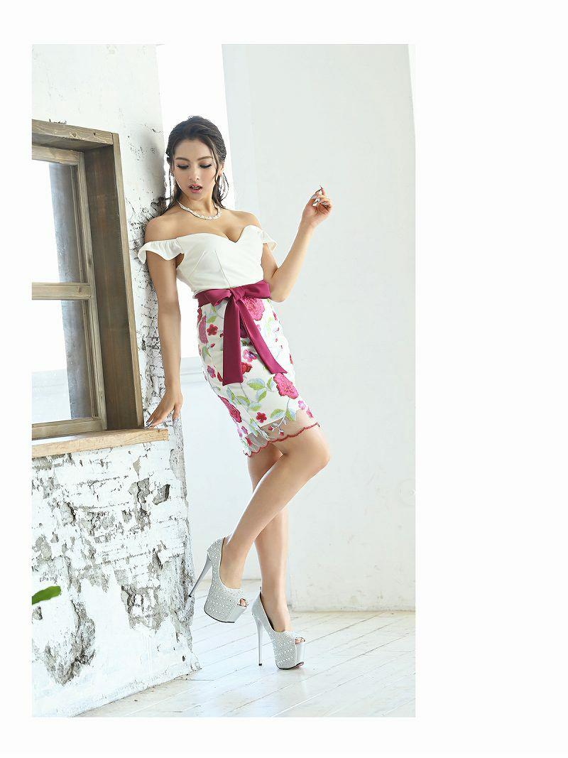 大判フラワー刺繍オフショルダーキャバクラドレス ゆきぽよ 着用キャバドレス【Ryuyu】【リューユ】ウエストリボン谷間魅せ花柄ミニドレス